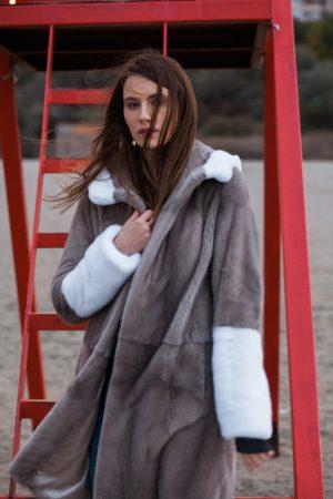 Haina din vizon silverblue si vizon alb model Danielle cu gluga
