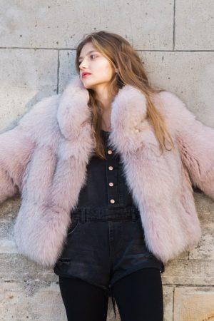 Jacheta de vulpe vopsita roz. Design unic si realizare Casa de blanuri MG