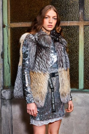 Vesta vulpe argintie si smokie design si realizare Casa de blanuri MG